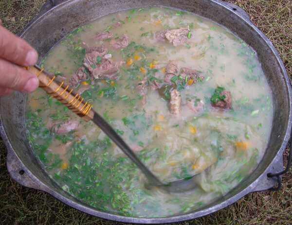 суп с консервами еда на рыбалке