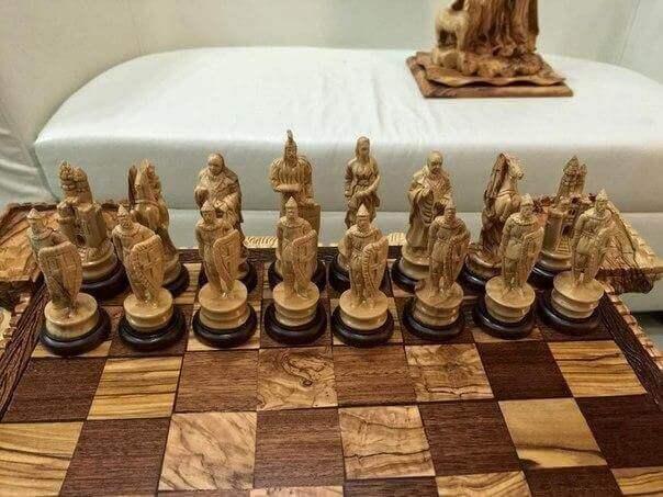 Резные шахматы из дерева