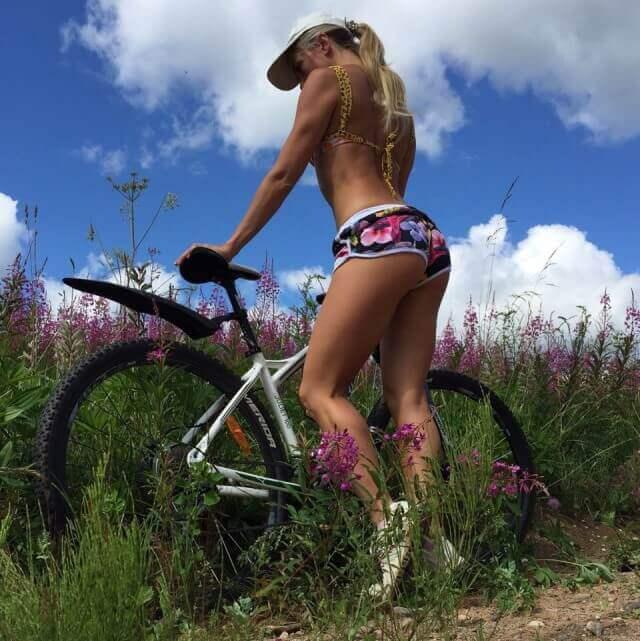 красивые девушки на велосипеде фотографии