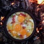 Завтрак на природе - на костре или мангале. Фото