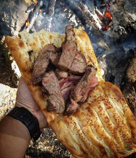 мясо в лаваше на костре утром