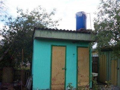 душ для дачи из дерева и фанеры