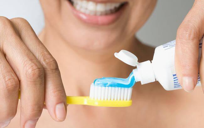 отбеливающие абразивные лечебные полезные свойства зубной пасты