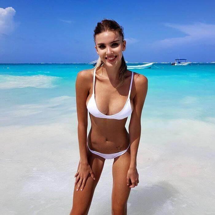 самые красивые девушки мира в мини купальниках