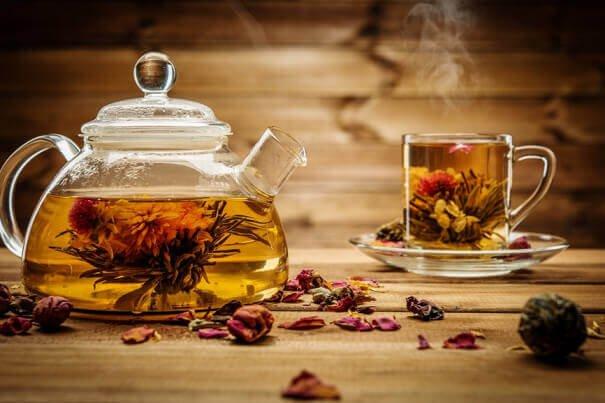 чай с добавками трав ягод специй