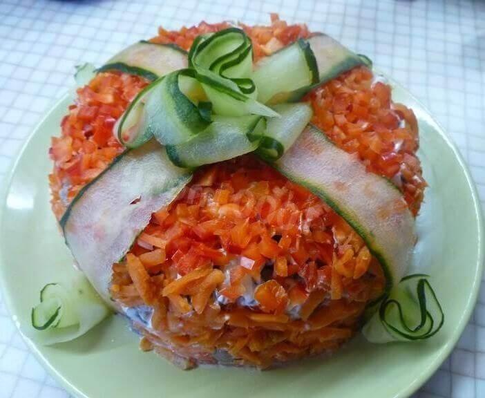 вкусный салат с курицей подарок