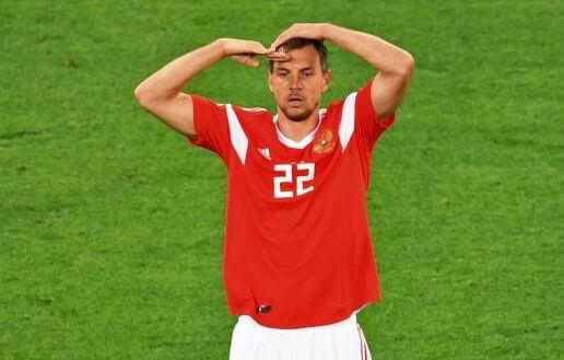 что означает жест дзюбы после забитого гола мяча