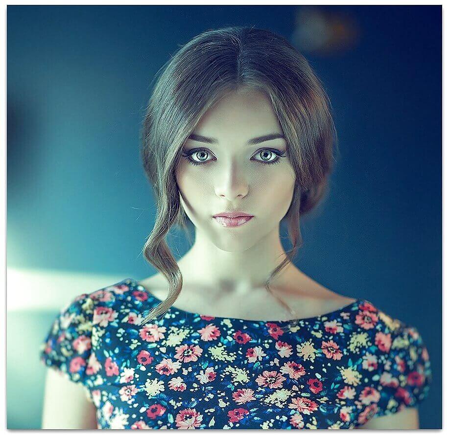 девушка с очень красивыми глазами